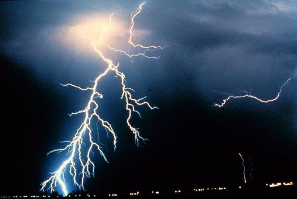 Lightning_NOAA_t960 tulsa oklahoma super lightning bolt 03 21 2012